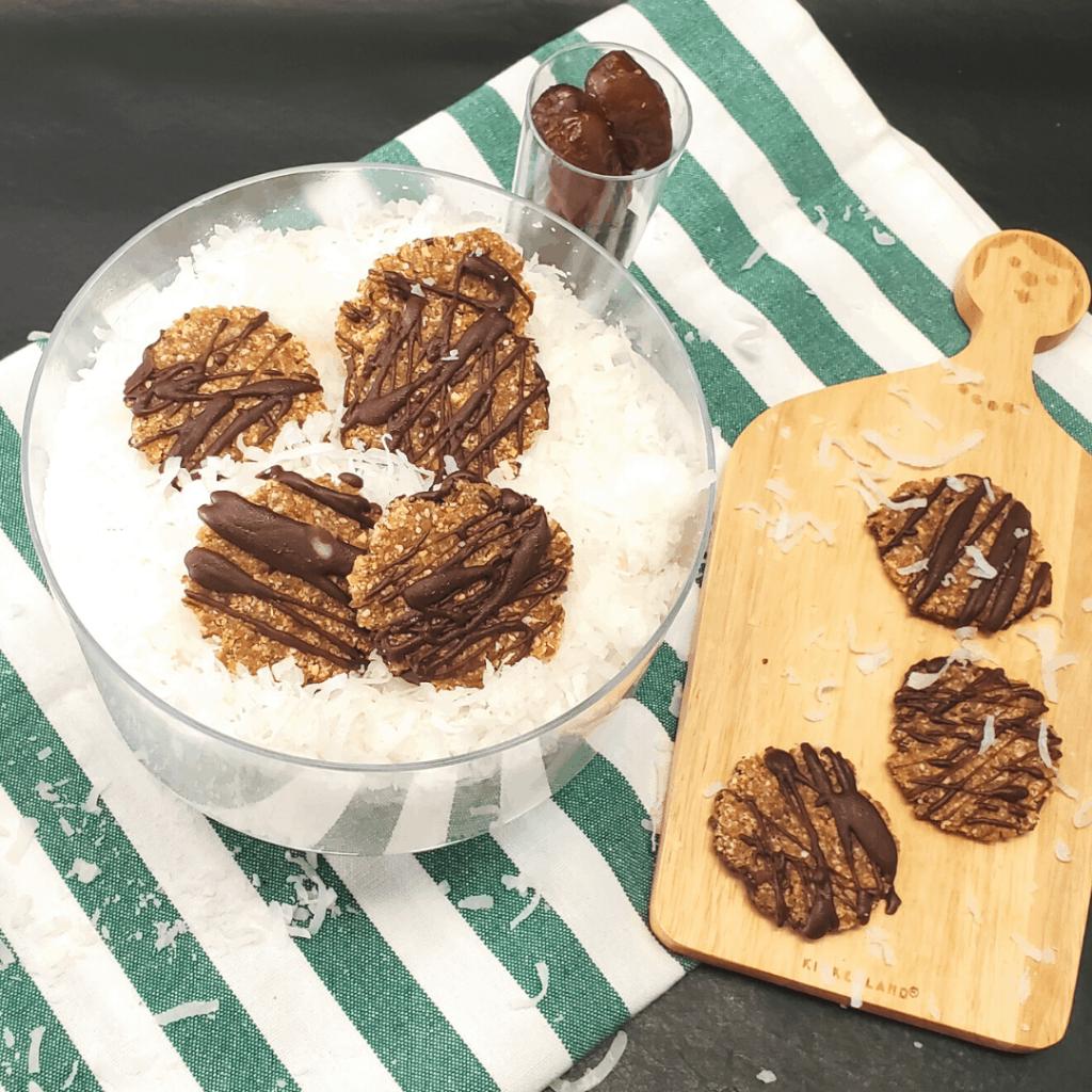 GALLETAS DE COCO CHOCOLATE Y DATILES